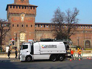 Spurgo davanti al Castello Sforzesco